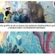 Zeď se street art malbou, na kterou byl aplikován revitalizační nátěr MURALSHIELD, před čištěním graffiti a po vyčištění graffiti.