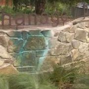 Opláchnutí graffiti studenou vodou ze zídky ošetřené Ochranným nátěrem