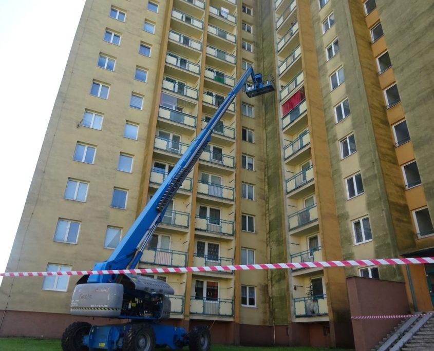 Odstranění plísně fasády z plošiny