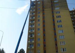 Odstranění znečistění fasády z plošiny